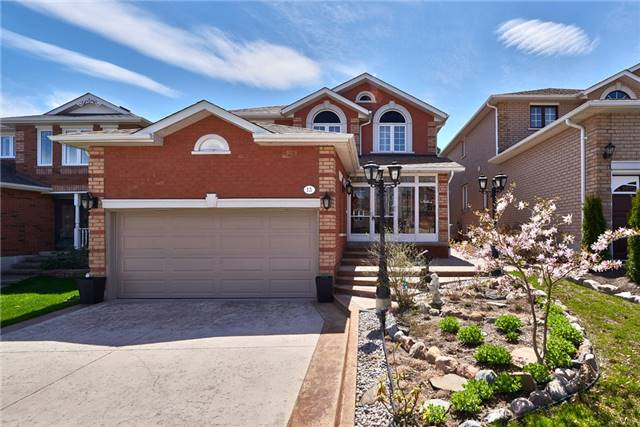 Detached at 13 Roughley St, Bradford West Gwillimbury, Ontario. Image 1