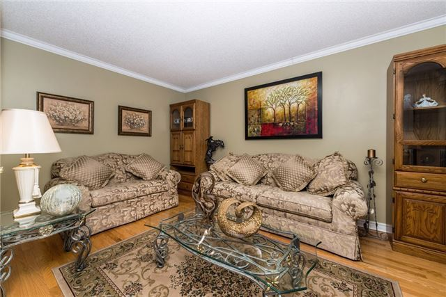 Detached at 13 Roughley St, Bradford West Gwillimbury, Ontario. Image 9