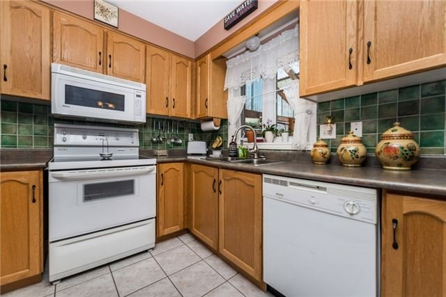 Detached at 13 Roughley St, Bradford West Gwillimbury, Ontario. Image 10