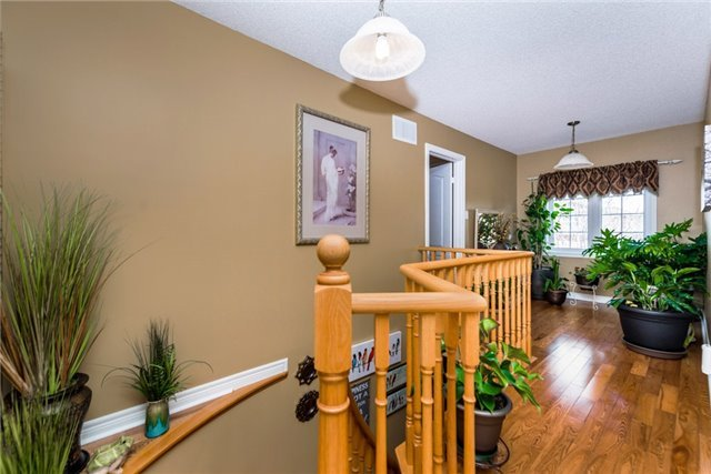 Detached at 13 Roughley St, Bradford West Gwillimbury, Ontario. Image 2