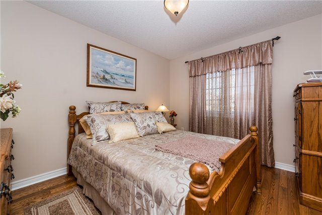 Detached at 13 Roughley St, Bradford West Gwillimbury, Ontario. Image 3