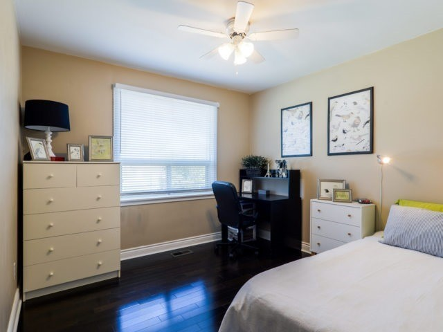 Detached at 132 Driscoll Rd, Richmond Hill, Ontario. Image 3