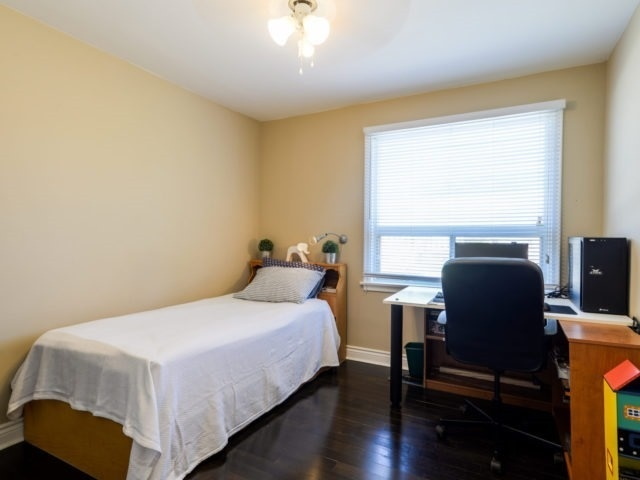 Detached at 132 Driscoll Rd, Richmond Hill, Ontario. Image 4
