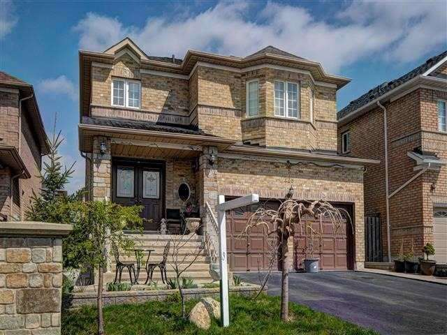 Detached at 226 Drummond Dr, Vaughan, Ontario. Image 1