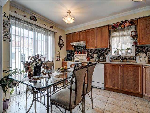 Detached at 226 Drummond Dr, Vaughan, Ontario. Image 15