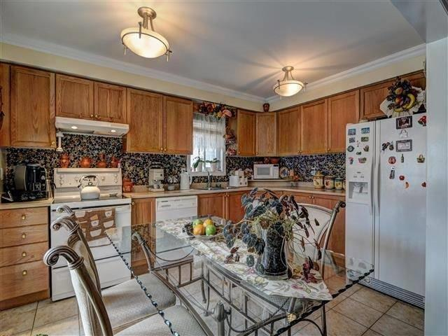 Detached at 226 Drummond Dr, Vaughan, Ontario. Image 16