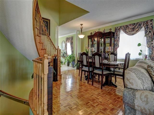 Detached at 226 Drummond Dr, Vaughan, Ontario. Image 3
