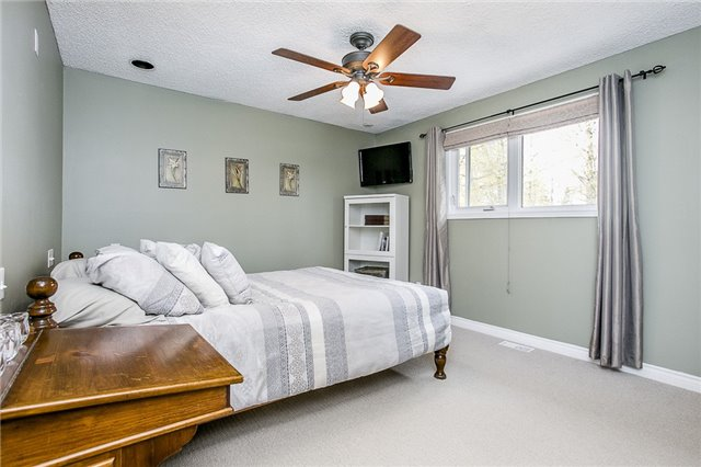 Detached at 2066 St Johns Rd, Innisfil, Ontario. Image 14