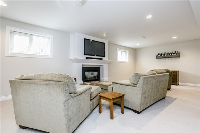 Detached at 2066 St Johns Rd, Innisfil, Ontario. Image 5