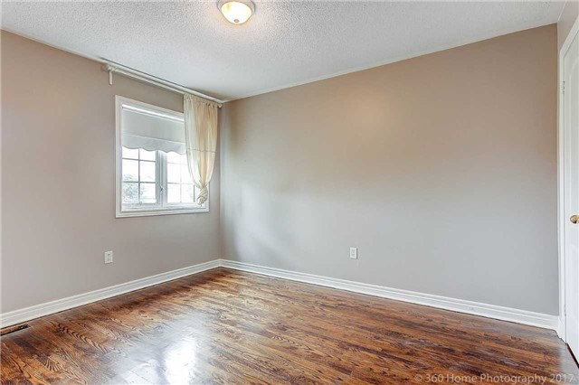 Detached at 21 Coral Cres, Richmond Hill, Ontario. Image 4