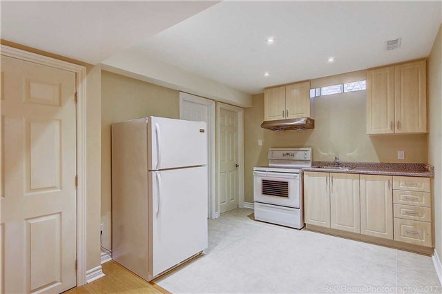 Detached at 21 Coral Cres, Richmond Hill, Ontario. Image 13