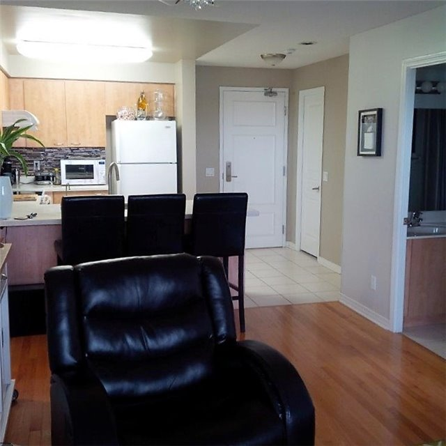 Condo Apartment at 350 Red Maple Rd, Unit 303, Richmond Hill, Ontario. Image 7