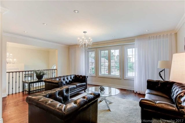 Detached at 209 Ray Snow Blvd, Newmarket, Ontario. Image 14