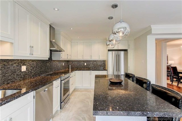 Detached at 209 Ray Snow Blvd, Newmarket, Ontario. Image 15