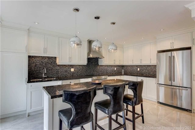 Detached at 209 Ray Snow Blvd, Newmarket, Ontario. Image 16