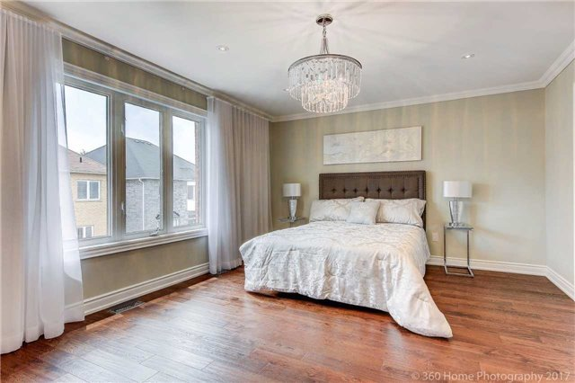 Detached at 209 Ray Snow Blvd, Newmarket, Ontario. Image 3