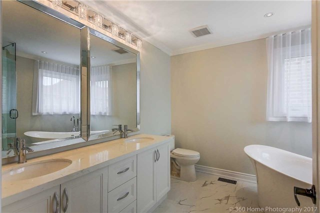Detached at 209 Ray Snow Blvd, Newmarket, Ontario. Image 4