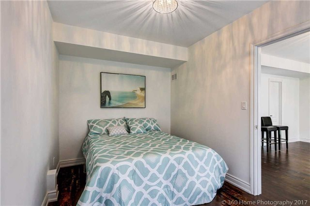Detached at 209 Ray Snow Blvd, Newmarket, Ontario. Image 7