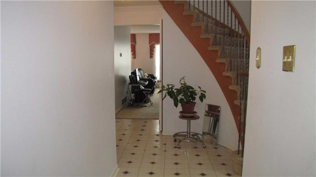 Detached at 2 Bluesky Cres, Richmond Hill, Ontario. Image 15