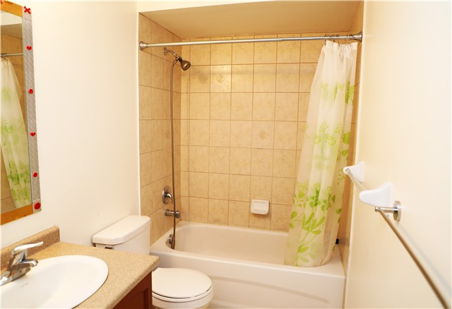 Condo Townhouse at 44 Comely  Way, Markham, Ontario. Image 2