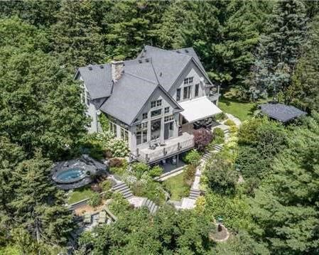 Detached at 65 Glenview Heights Lane, King, Ontario. Image 1