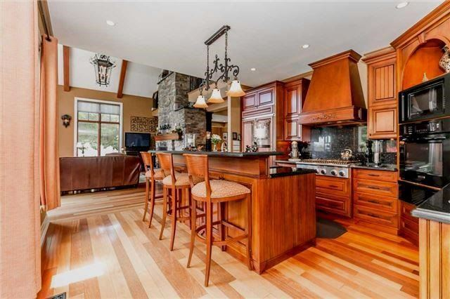 Detached at 65 Glenview Heights Lane, King, Ontario. Image 15