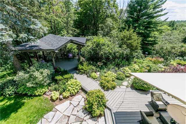 Detached at 65 Glenview Heights Lane, King, Ontario. Image 9