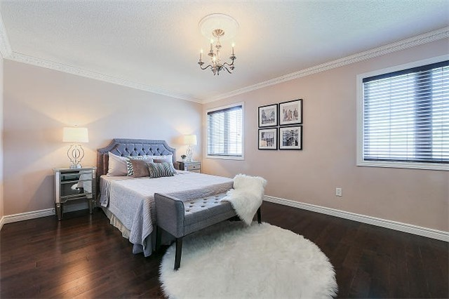 Detached at 50 Innisvale Dr, Markham, Ontario. Image 4