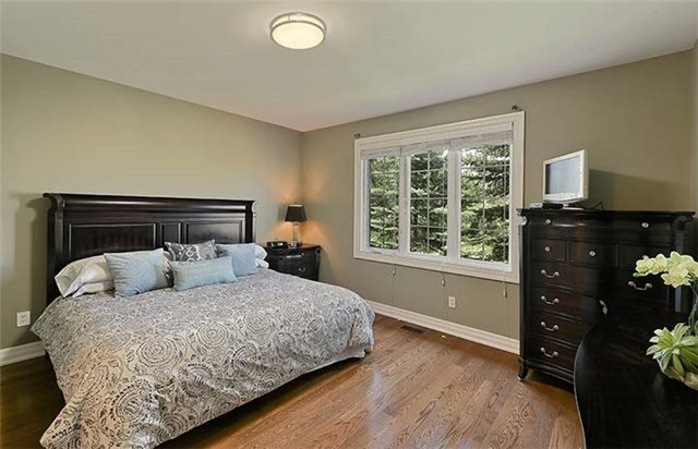 Condo Townhouse at 506 Falconwood Hollow, Aurora, Ontario. Image 3