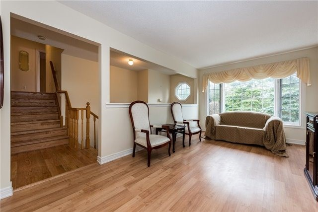 Detached at 2155 Raynor Crt, Innisfil, Ontario. Image 16