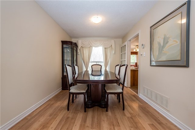 Detached at 2155 Raynor Crt, Innisfil, Ontario. Image 18
