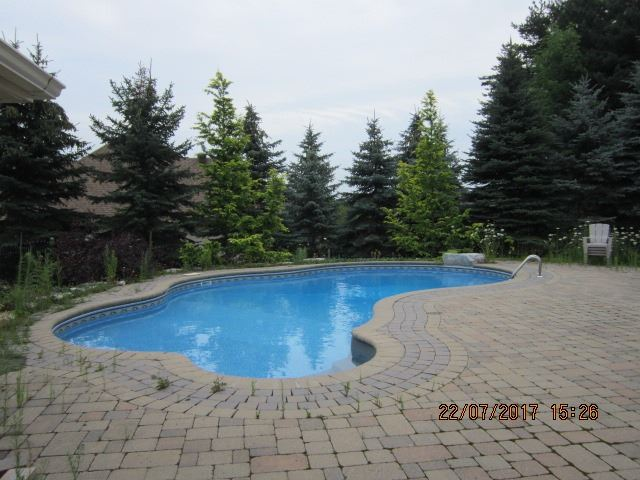 Detached at 101 Country Club Dr, King, Ontario. Image 10