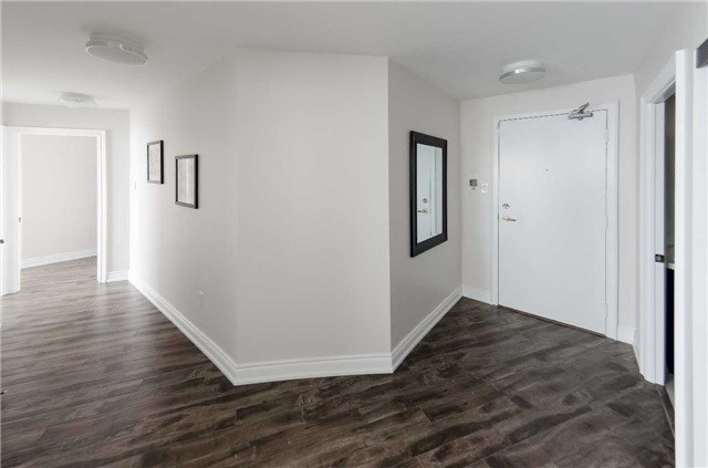Condo Apartment at 7250 Yonge St, Unit 1701, Vaughan, Ontario. Image 14