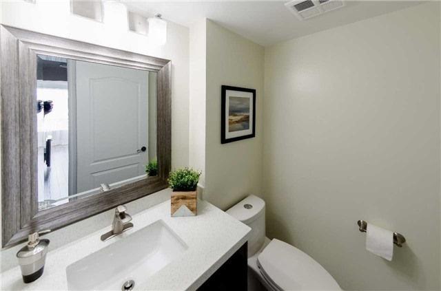 Condo Apartment at 7250 Yonge St, Unit 1701, Vaughan, Ontario. Image 17