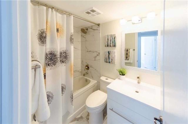 Condo Apartment at 7250 Yonge St, Unit 1701, Vaughan, Ontario. Image 18