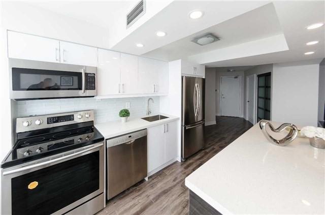 Condo Apartment at 7250 Yonge St, Unit 1701, Vaughan, Ontario. Image 4