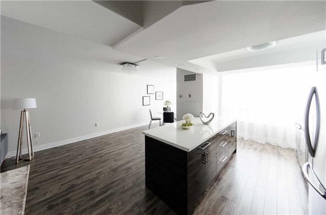 Condo Apartment at 7250 Yonge St, Unit 1701, Vaughan, Ontario. Image 6