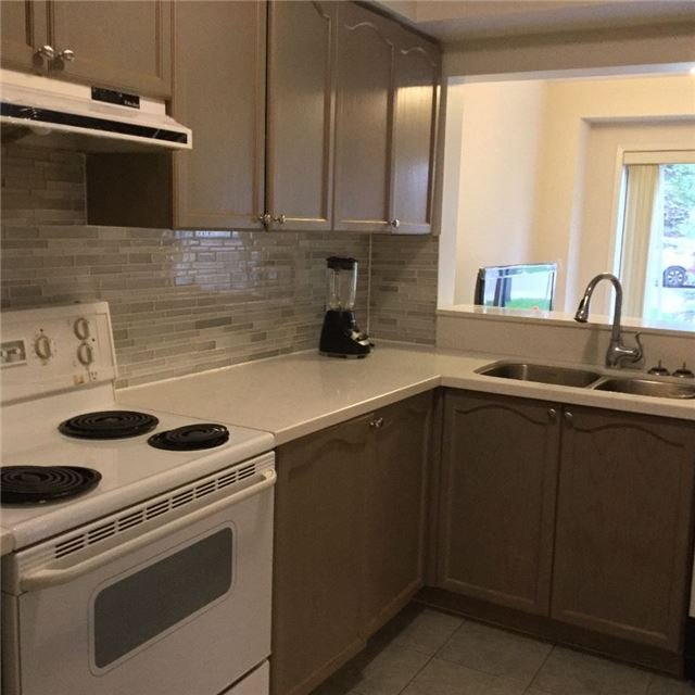 Condo Townhouse at 81 Northern Heights Dr, Unit 25, Richmond Hill, Ontario. Image 19