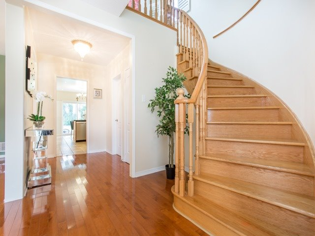 Detached at 66 Eagle Peak Dr, Richmond Hill, Ontario. Image 12