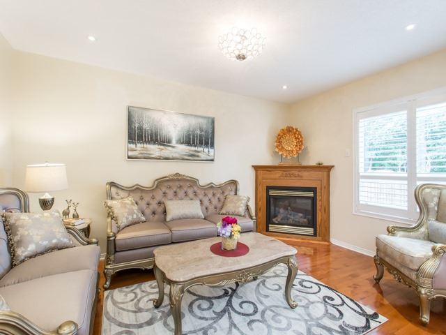 Detached at 66 Eagle Peak Dr, Richmond Hill, Ontario. Image 16