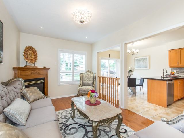 Detached at 66 Eagle Peak Dr, Richmond Hill, Ontario. Image 17