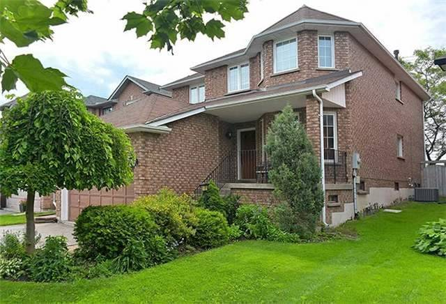Detached at 782 Firth Crt, Newmarket, Ontario. Image 1
