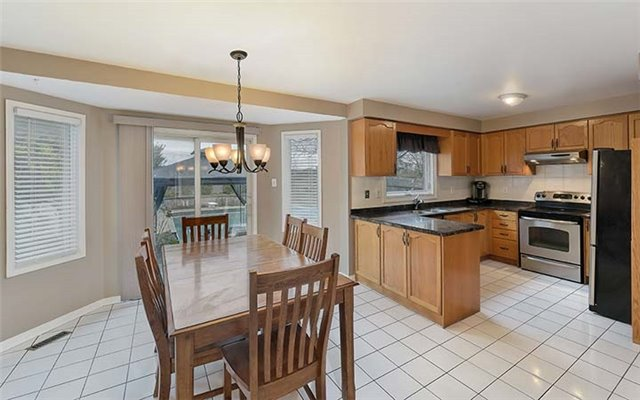 Detached at 782 Firth Crt, Newmarket, Ontario. Image 16