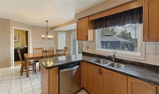 Detached at 782 Firth Crt, Newmarket, Ontario. Image 17
