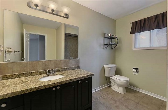 Detached at 782 Firth Crt, Newmarket, Ontario. Image 4