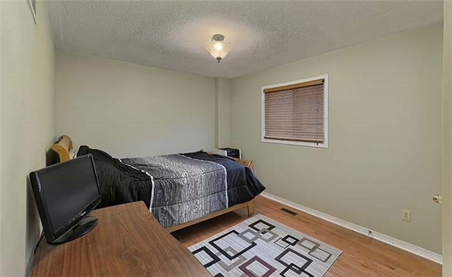 Detached at 782 Firth Crt, Newmarket, Ontario. Image 6