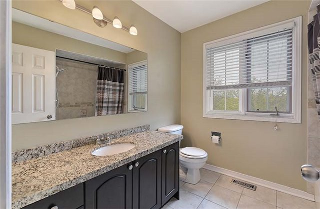 Detached at 782 Firth Crt, Newmarket, Ontario. Image 8