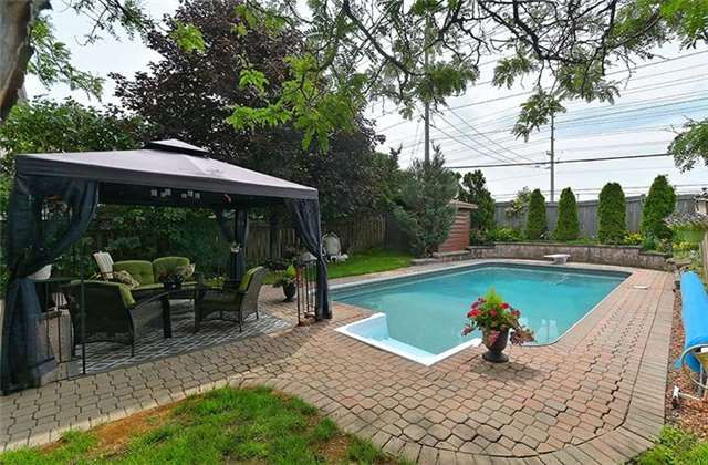 Detached at 782 Firth Crt, Newmarket, Ontario. Image 9