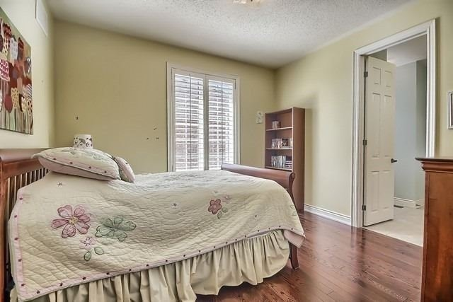 Detached at 34 Selleck Dr, Richmond Hill, Ontario. Image 5