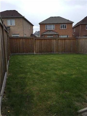 Semi-detached at 35 Sundragon Tr, Bradford West Gwillimbury, Ontario. Image 2